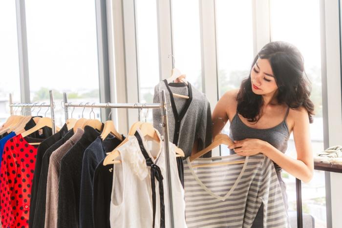 Trong mơ thấy nhìn người yêu mua quần áo cho bố mẹ ghi cặp 20 – 60 để trúng lớn