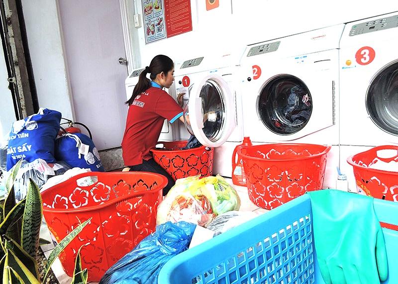 Bạn sẽ gặp được nhiều may mắn về công việc và tài lộc nếu mơ thấy tiệm giặt ủi.