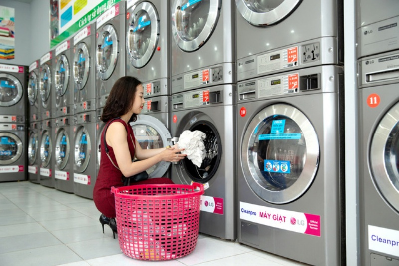 Cặp số may mắn 77 - 44 sẽ mang lại may mắn cho bạn nếu nằm ngủ thấy tiệm giặt ủi sơn màu vàng.