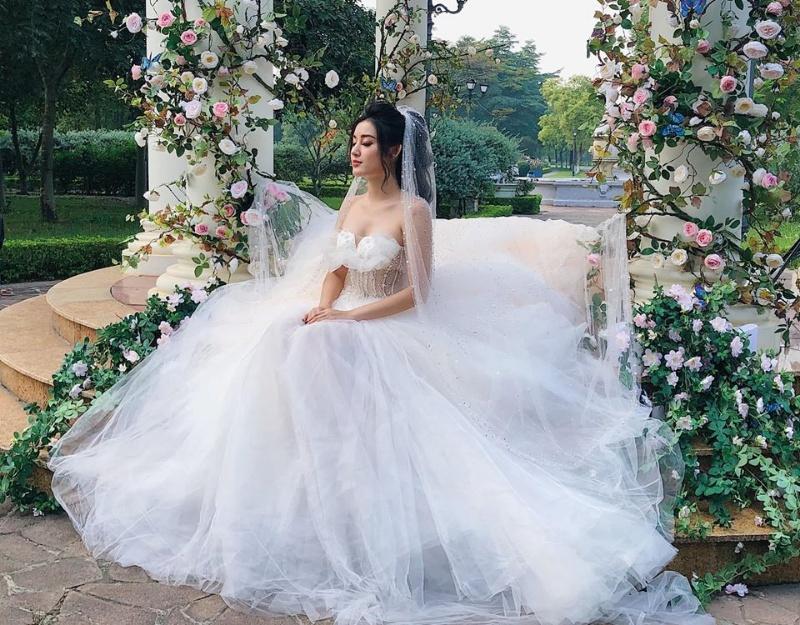 Mộng thấy cô gái mặc váy cưới
