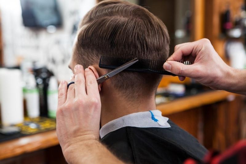 Mơ thấy cắt tóc là một điềm báo may mắn cho cuộc sống