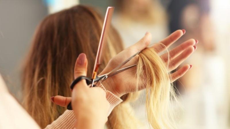 Mơ thấy cắt tóc cho phụ nữ, chọn ngay cặp số đề 47-11
